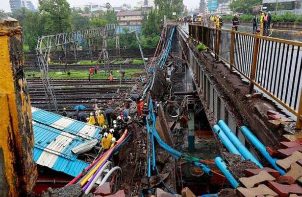heavy_rain_and_bridge_collapse_bring_mumbai_to_a_standstill_1530597765_3045513_835x547-m